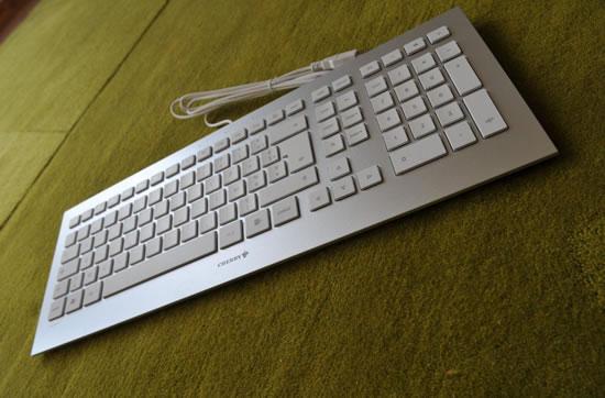 la cerise peut elle se transformer en pomme claviers souris tapis de souris. Black Bedroom Furniture Sets. Home Design Ideas