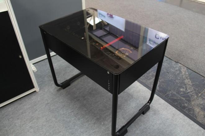 Cebit 2014 : le bureau pc de lian li plus en détails salons