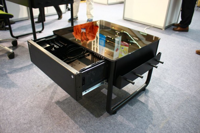 computex 2014 lian li dk q1x une table basse bureau pour salons. Black Bedroom Furniture Sets. Home Design Ideas