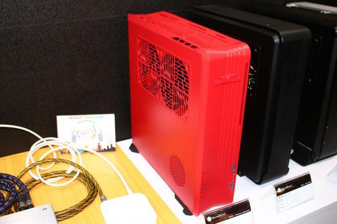 computex 2014 silverstone ftz01 le retour de l 39 unibody sur un boitier mini itx salons. Black Bedroom Furniture Sets. Home Design Ideas