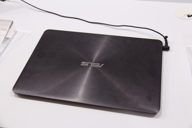 2015 dernier zenbook ux305 asus embarque intel broadwell core-m
