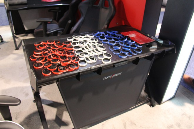 ces 2015 dxracer passe de la chaise au bureau salons. Black Bedroom Furniture Sets. Home Design Ideas
