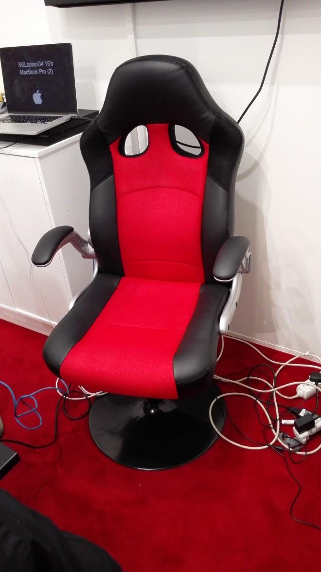 gamescom 2015 fauteuil et pouf repose pied avec enceintes chez prif salons. Black Bedroom Furniture Sets. Home Design Ideas