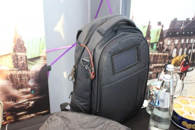 ifa 2016 lifepack un sac astucieux avec chargeur solaire et syst me antivol accessoires. Black Bedroom Furniture Sets. Home Design Ideas