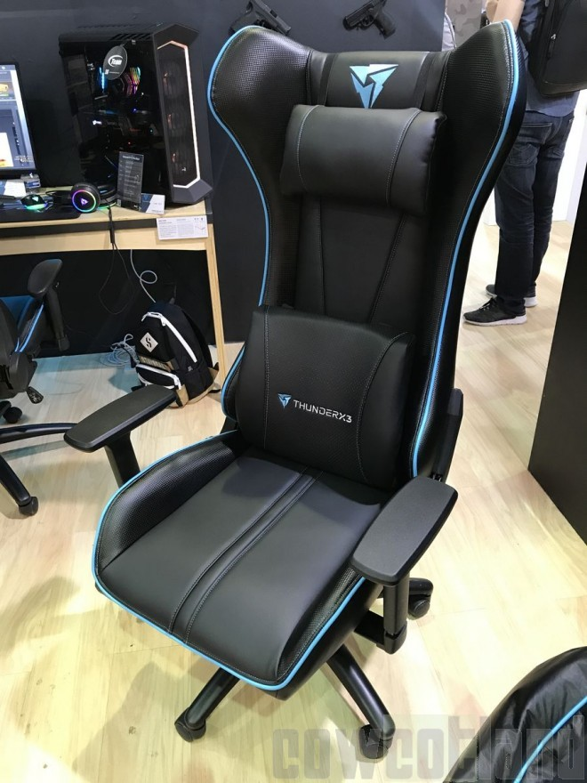 computex 2017 aerocool roi de la chaise gaming et du sofa gaming salons. Black Bedroom Furniture Sets. Home Design Ideas