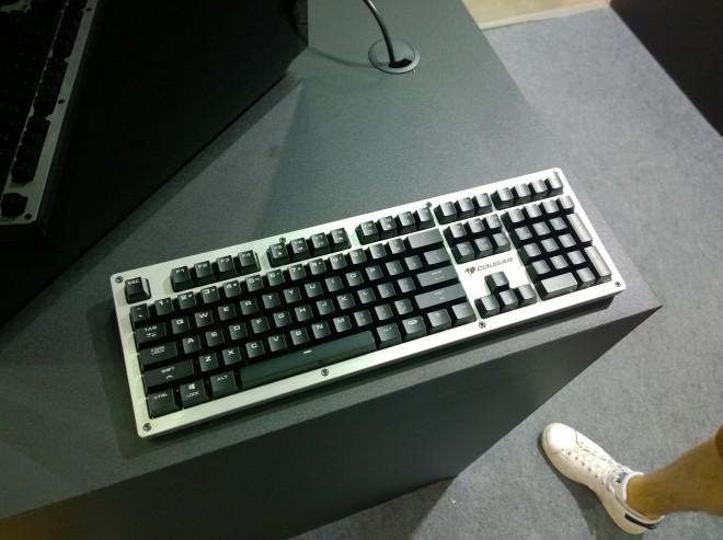 computex 2018 vous perdez trop souvent en lan cougar a le clavier ultime une v ritable arme. Black Bedroom Furniture Sets. Home Design Ideas