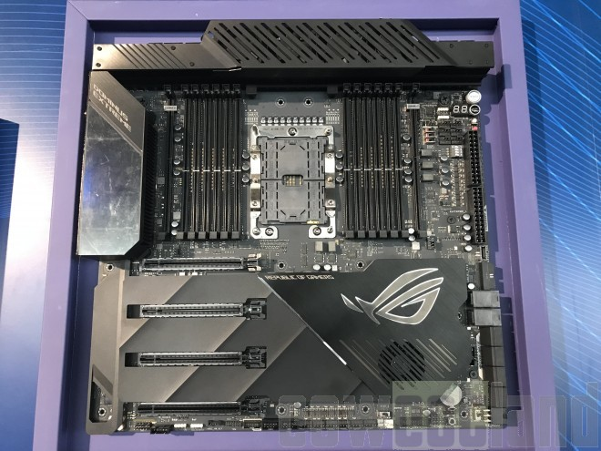 ASUS ROG DOMINUS EXTREME carte mère
